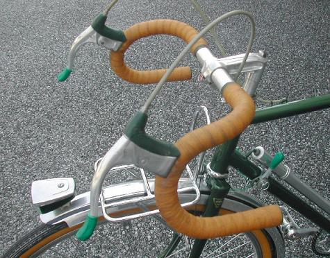 ... 旅行用自転車のためのバー
